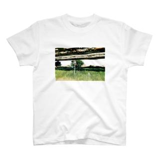 河川敷の出会い T-shirts