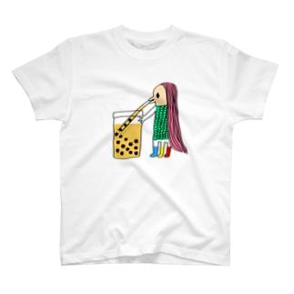タピオカ感覚でコロナを飲む強者アマビエ T-shirts