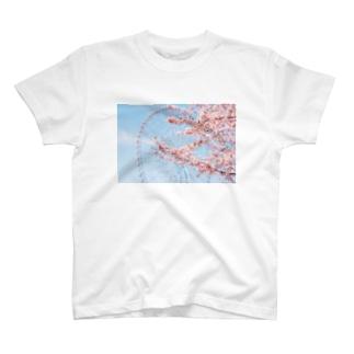 観覧車と桜。 T-shirts