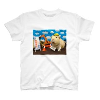 働くモルモット T-shirts