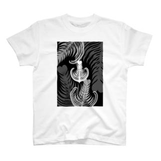 Prism coffee beanの【ラテアート】ブラックリーフ T-shirts