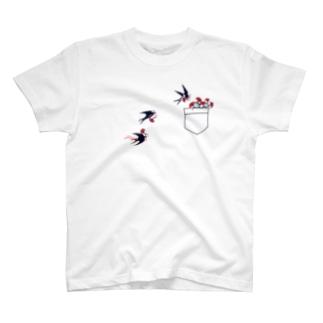 ツバメとカーネーション T-Shirt