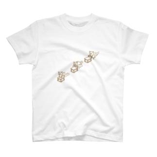 テーブルに向かうブタ T-shirts