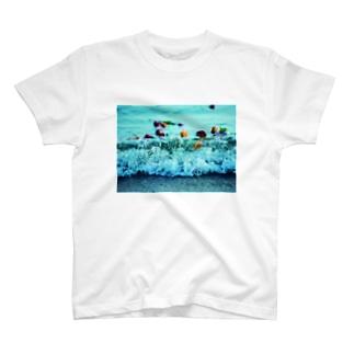 波打ち際の薔薇たち T-shirts
