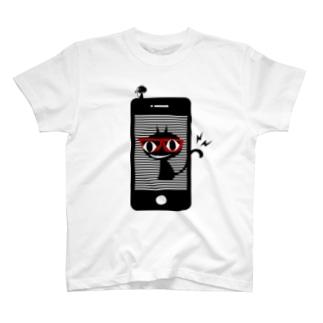 スマホにかくれんぼ T-shirts