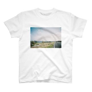 フィルム 河川敷 T-shirts