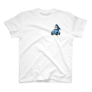 右折するサメ ひかえめ T-shirts