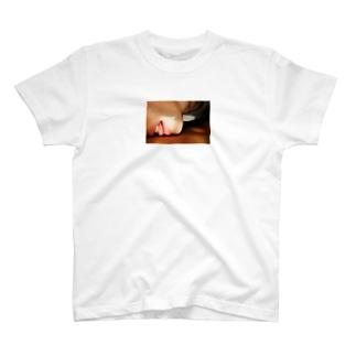 くち T-shirts
