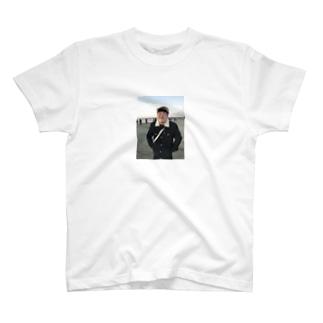 笑顔の暴力 T-shirts