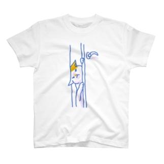 こじ開けてくるネコ T-shirts