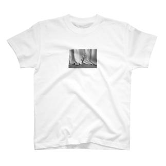 モノクロチューリップ2 T-shirts