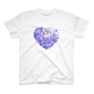 紫陽花のベッドでおやすみ T-shirts