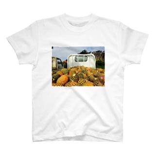 パインアップル収穫フィー。 T-shirts