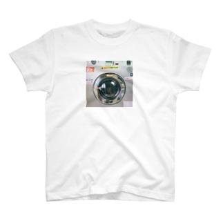 逃げ込む先はコインランドリー T-shirts