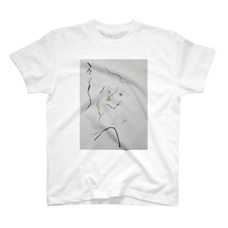 女性の横顔 T-shirts