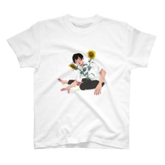 ひまわりと少年 T-shirts