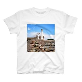 イタリア:オスティアの神殿遺跡 Italy: view of Ostia T-shirts
