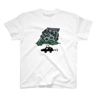新宿にある、遺跡みたいな換気塔 T-shirts