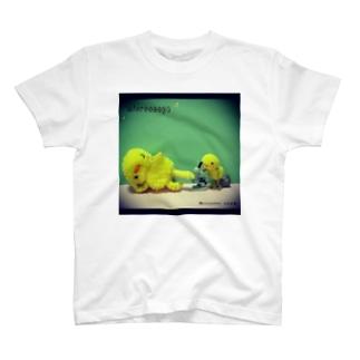 ひよこのひーちゃんの研究熱心 T-shirts