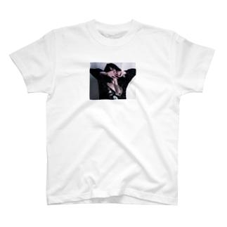 Iruの依存 T-shirts