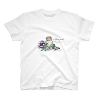 小瓶とアネモネ T-shirts