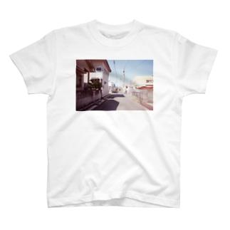 お婆ちゃん家の近く T-shirts