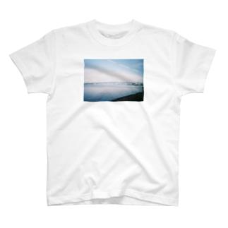 車窓 T-shirts