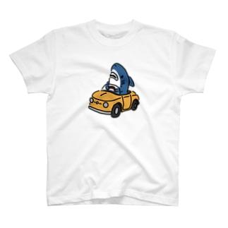 運転に慣れたサメ T-shirts