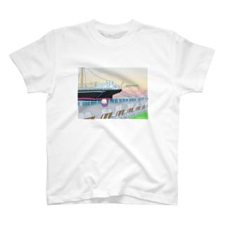山下公園をさんぽするノブ子 T-shirts