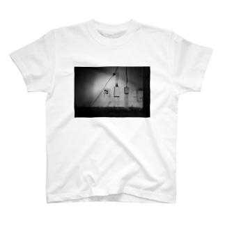 壁 T-shirts