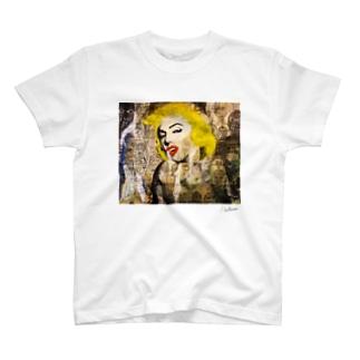 Marilyn Monroeと名も無き男達。 T-shirts