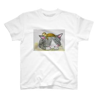かめちゃんとお昼寝ねこちゃん T-shirts