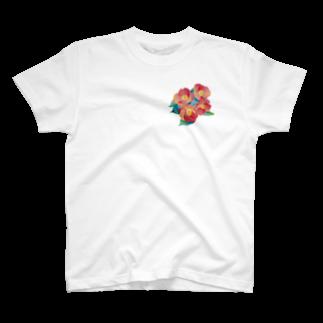クボタノブエの赤椿 T-shirts