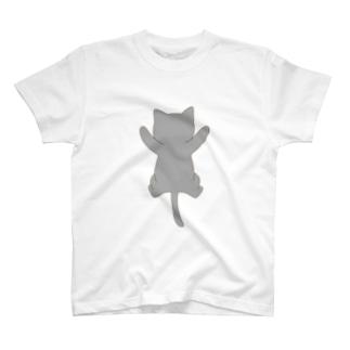 しがみつく灰色猫 T-shirts