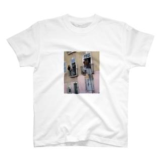 famil.ic T-shirts