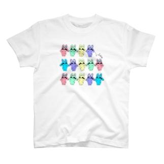 不機嫌なウサギたちパレード T-shirts