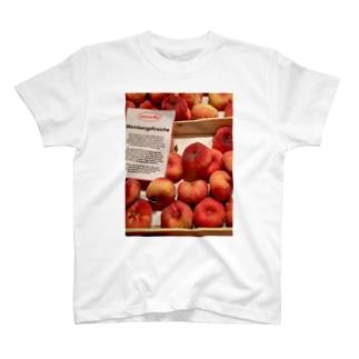 ワイン畑の桃 T-shirts