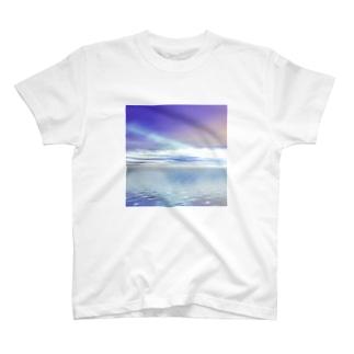 夜明けの飛行機雲 T-shirts