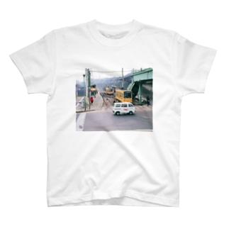 """東京都:都電荒川線王子駅前停留所 Tokyo: """"Toden"""" at Oji-ekimae stop T-shirts"""