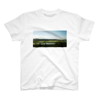 山と川と田園風景 T-shirts