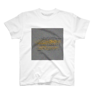 将来への漠然とした不安を抱えきれないうさぎ T-shirts