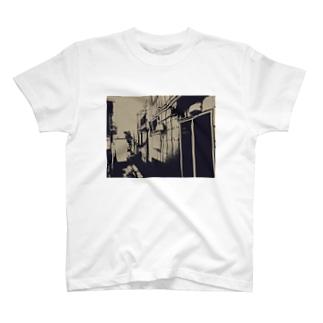 寄り道への誘い【茶】(フチ無) T-shirts