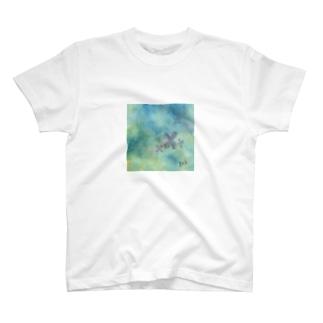 水たまりの紫陽花 T-shirts