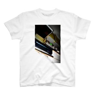 去ね T-shirts