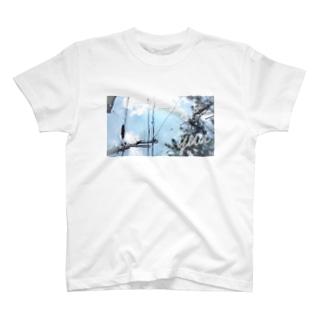傾いた空 T-shirts