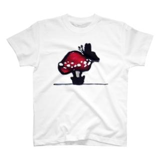 蝶と茸 T-shirts