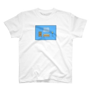 ママにゲーム隠された部屋 T-shirts