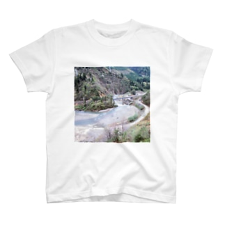 日本の山:田沢湖線が見える風景 Japanese mountain and rail T-shirts