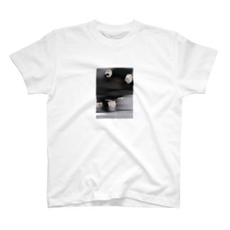 裸足 T-shirts