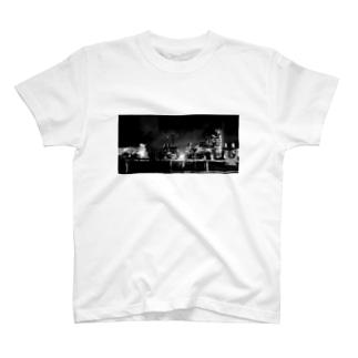 夜の工場 T-shirts